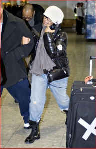 janet-jackson-arriving-at-heathrow-airport111